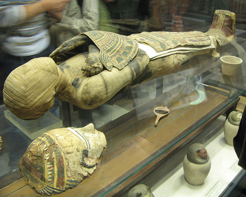 Use of carbon hookup to find the age of mummies and pyramids