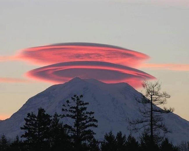20 Most Incredible Lenticular Clouds