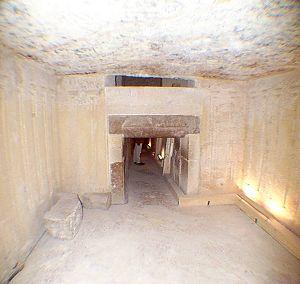 Pyramid Of Menkaure Crystalink