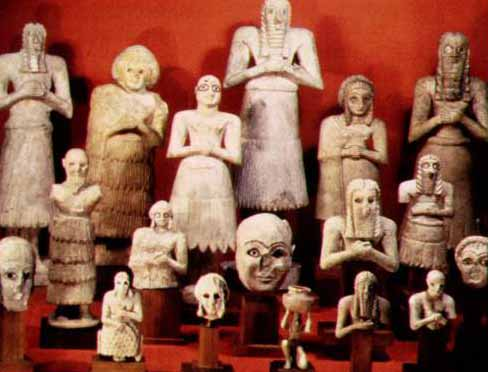 sumerian votive statues The statue to the right is one fashioned of gudea, king of lagash, seated upon a throne this artifact dates back to circa 2120 bce and hails from sumerian culture.