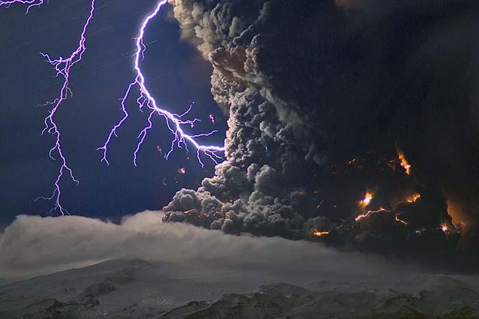 volcano lightning pyrotechnics ash - photo #11